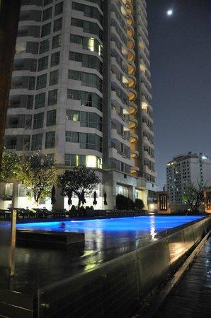 Anantara Sathorn Bangkok Hotel: Piscina
