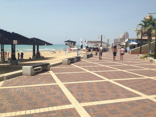 G38 Apartments: Nice beach