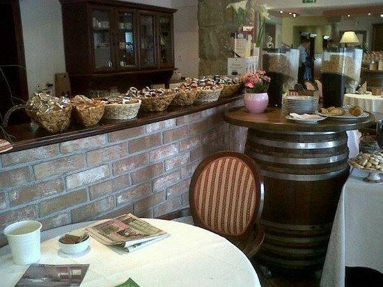 Hotel Grahor : Un vasto assortimento di marmellate e cereali
