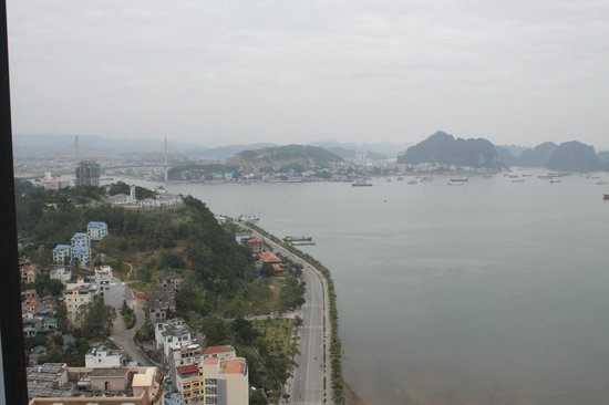 Muong Thanh Luxury Quang Ninh Hotel : View 2  to the bay