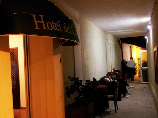 Hotel dei Coloniali: прилегающий переулок
