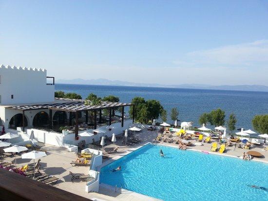 Sensimar Oceanis Beach & Spa Resort: Pool area and Turkey in the background