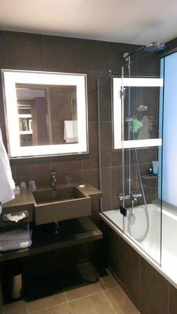 Novotel Paris Gare de Lyon : Salle de bain