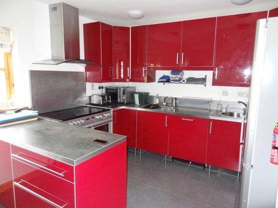 Piggery Poke Hostel: kitchen