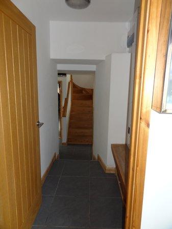 Piggery Poke Hostel: corridor to bedrooms