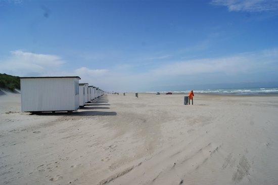 KalleHaveGaard Badehotel: Smuk udsigt langs de gamle idylliske strandhuse