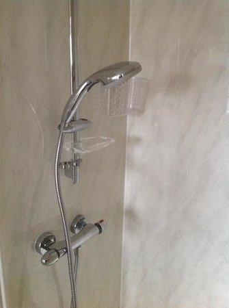The Lyndawn: shower