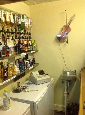 The Lyndawn: bar
