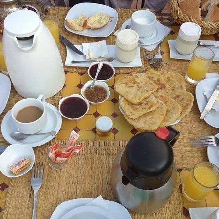 Riad Aubrac : petit déjeuner sur la terrasse