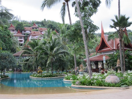 Thavorn Beach Village Resort & Spa: Pool, cafe to the right and hillside villas behind