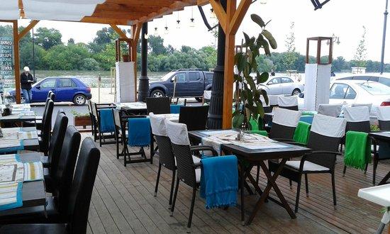Maestro Café and Bistro : Maestro Bistro Terrace