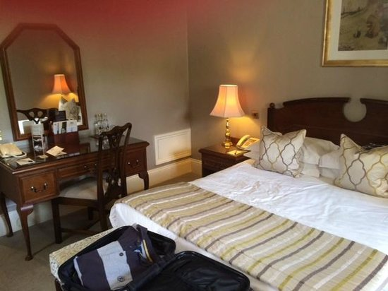 Ashdown Park Hotel & Country Club: Good room