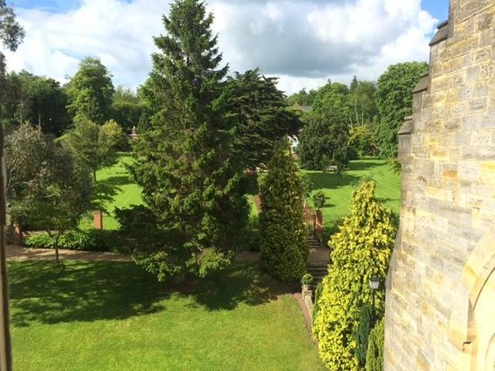 Ashdown Park Hotel & Country Club: Beautiful Grounds
