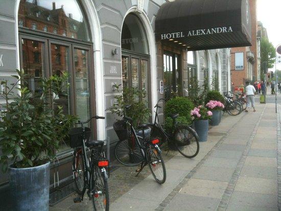 Hotel Alexandra : Entrance to hotel