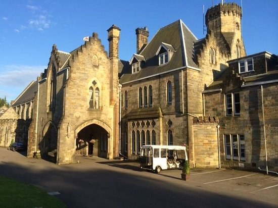 Ashdown Park Hotel & Country Club : Beautiful Building