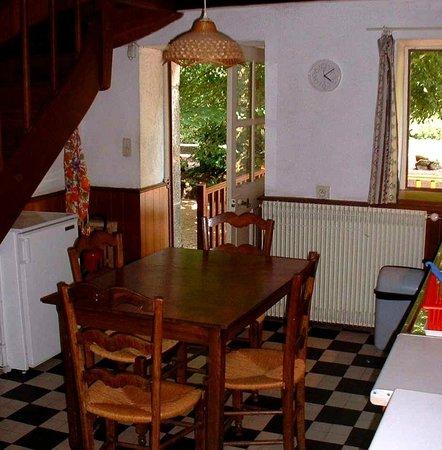 Le Vieux Moulin de la Maque : dining/kitchen giteA