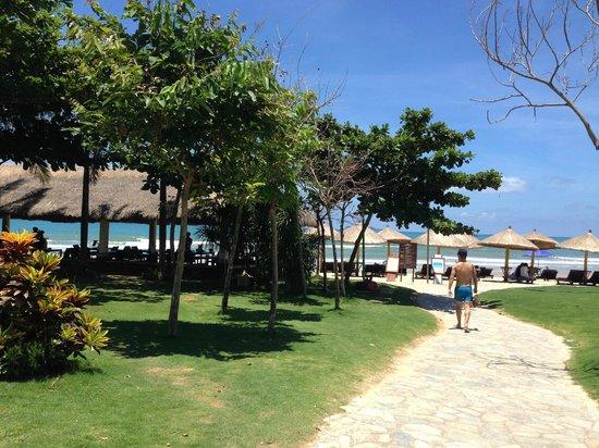 Howard Johnson Resort Sanya Bay : Набережная с плажем