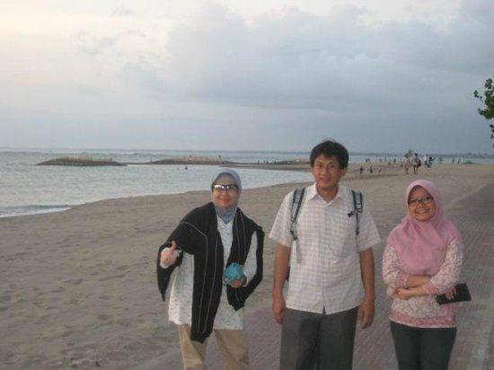 The Patra Bali Resort & Villas: menikmati suasana sore hari dibelakang hotel PaJas
