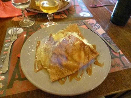Creperie La Moriniere: La crêpe aux pommes caramel beurre salé et flambée au calvados