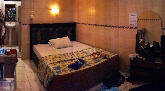Kerti Beach Inn : Chambre