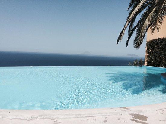 Hotel Ravesi : La piscina a strapiombo