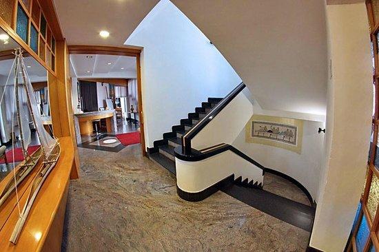 Hotel Ristorante Zi Carmela: Scale
