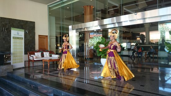 The Westin Resort Nusa Dua, Bali: Welcome dancers