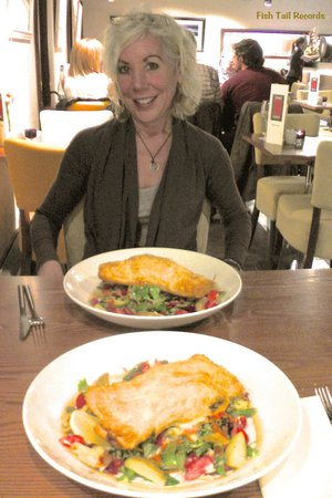 Stage Door Cafe at the Gaiety: Salmon En Croute over Salad of Mixed Veg & Strawberries, following Catfish Keith's Concert At Ga