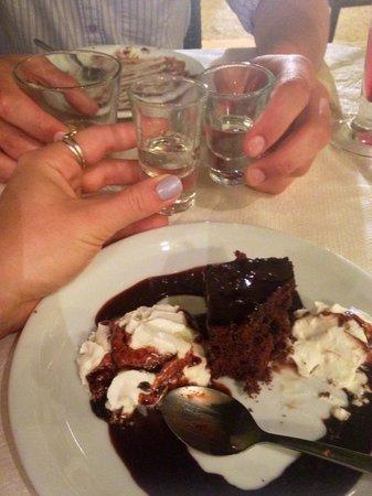 Apokoronas, Griechenland: Free desert and raki!