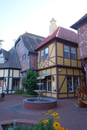 Svendsgaard's Lodge - Americas Best Value Inn: picturesque Solvang - wish we'd had longer to spend here and explore