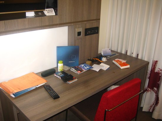 Novotel Wellington: room desk