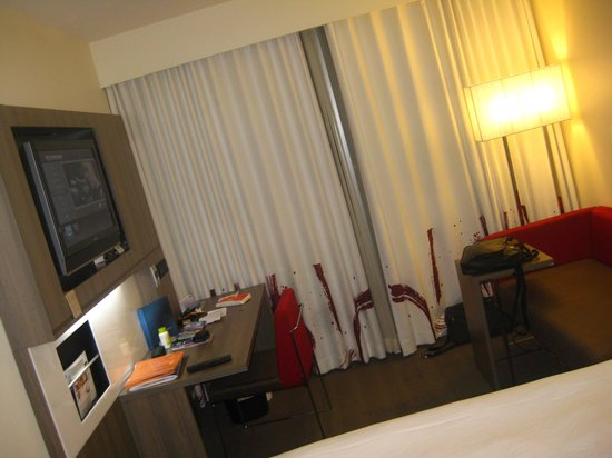 Novotel Wellington: Room is a bit small, but OK
