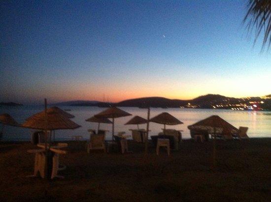 Nagi Beach Hotel: Sun set