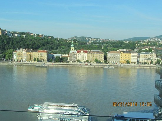 Budapest Marriott Hotel: Looking over to Buda