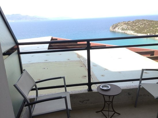 Mistral Mare Hotel: Вид из номера 223, superior sea view (Roof view мы назвали)