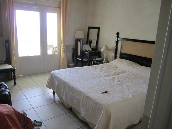 Hotel Amaudo: vue chambre