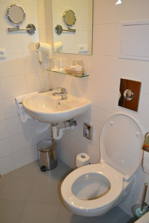 Archibald City: bathroom