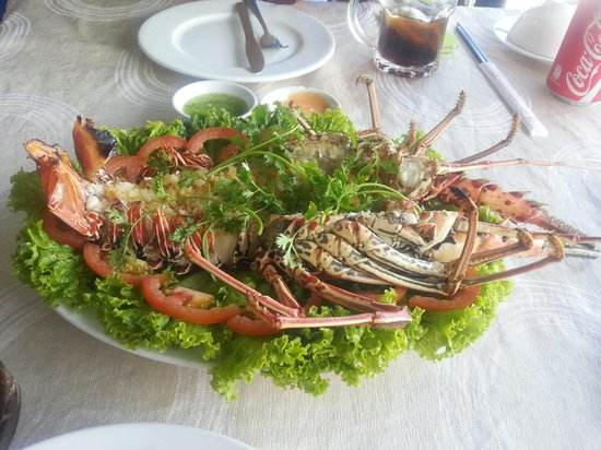 Nhat Phong 3 Seafood Restaurant : GRILLED LOBSTER W GARLIC BUTTER