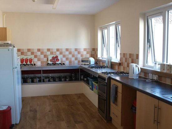 Great Glen Hostel: Fully equipped self-catering kitchen