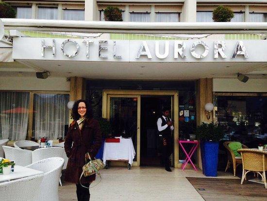 Hotel Aurora: In front of hotel