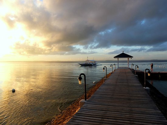 Plantation Bay Resort And Spa: Early morning walk - sunrise by the beach