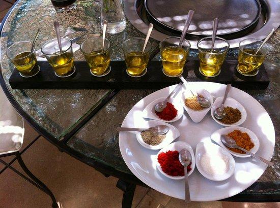 Manzil La Tortue : Les huiles maison et les épices