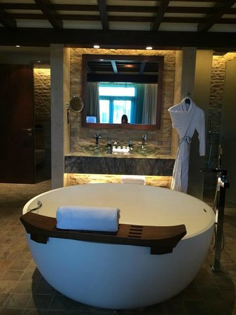 Bed picture of sofitel dubai the palm resort spa for 7 shades salon dubai