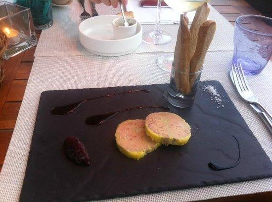 LA CABANE : foie gras avec ses bagettines tièdes