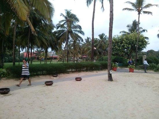 The Leela Goa : beach