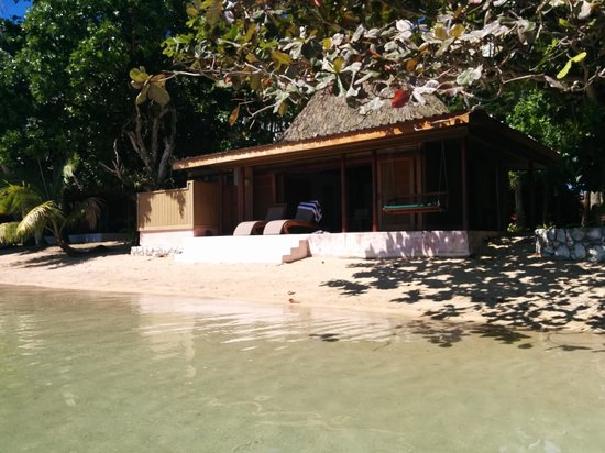 Toberua Island Resort: Bure 3 at High Tide