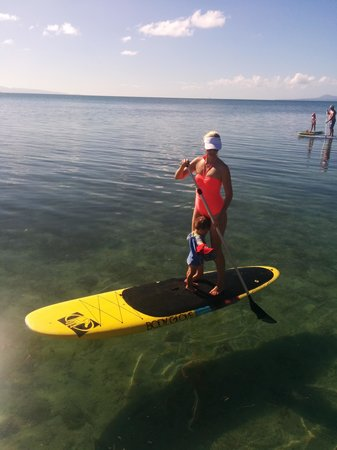 Toberua Island Resort: Mother & Son Paddlebording