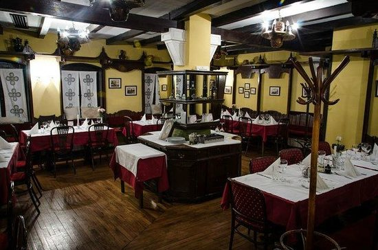 The dining room in the restaurant Tri Sesira