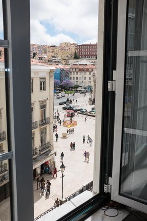 Lisbon Story Guesthouse: The view of Rossio Square from the Escritor Room