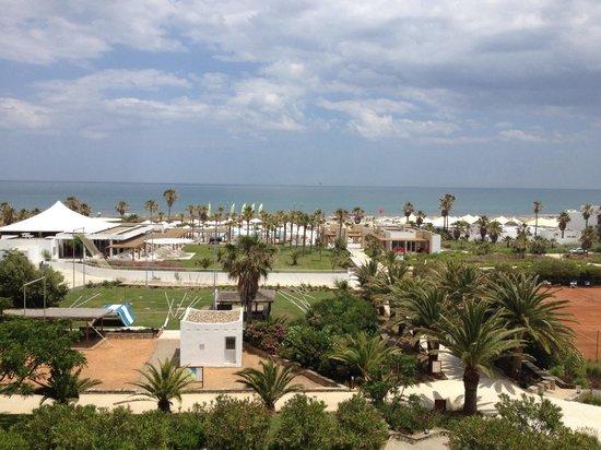 Club Med Yasmina : Vue sur la partie basse du village depuis la terrasse près de la piscine zen